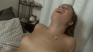 sucking brunette tenåring ridning hottie trimmet hardcore blowjob anal deepthroat