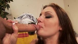 sucking brunette tenåring ridning trimmet puling hardcore blowjob stor kuk kjønn