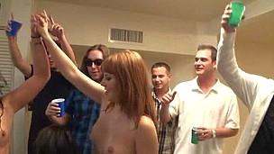 brunette hardcore blowjob gruppe fest orgie ludder