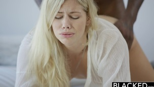 tenåring blonde interracial hardcore blowjob kjønn barbert fitte cowgirl strømpebukse oral