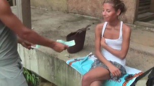 tenåring blonde amatør utendørs nærhet virkelighet