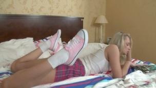 tenåring hardcore blowjob anal amatør skjørt sokker
