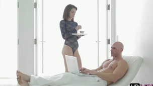 Winsome sweetheart thrills hunk with her arousing fellatio