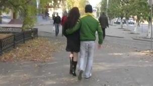 sucking brunette tenåring babe blowjob gate kjønn utendørs nærhet virkelighet
