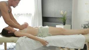 tenåring barmfager hardcore blowjob amatør massasje olje