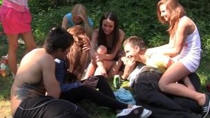 brunette tenåring hardcore doggystyle anal kjønn russisk fingring onani nærhet