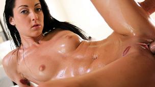 brunette ridning massasje ass olje aldrende
