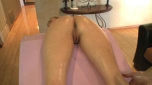 søt blonde ridning pen massasje ass kjønn