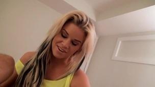tenåring blonde amatør nærhet soverom voyeur spion