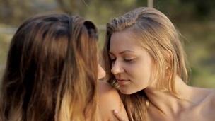 tenåring babe amatør barbert lesbisk kyssing onani erotisk